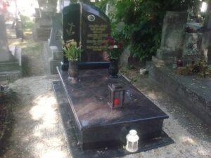 Szimpla sírkő 72