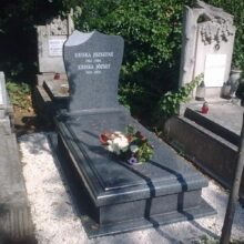Szimpla sírkő 81