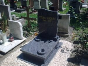 Urna sírkő 30