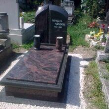Szimpla sírkő 82