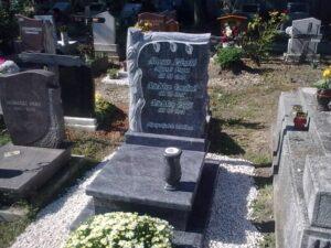 Urna sírkő 25