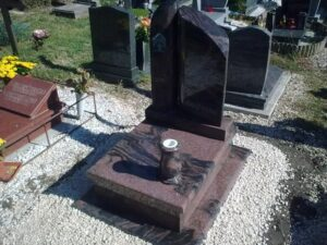 Urna sírkő 24