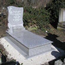 Szimpla sírkő 28