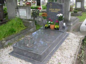 Szimpla sírkő 24