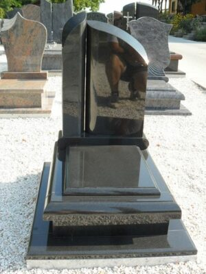 Urna sírkő 4
