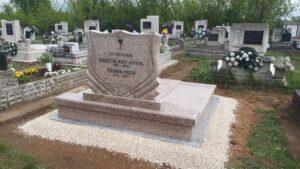 Dupla sírkő 33