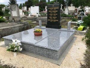 Dupla sírkő 26