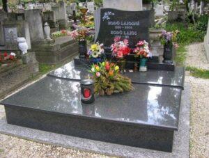 Dupla sírkő 29