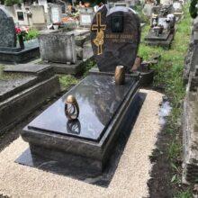 Szimpla sírkő 107